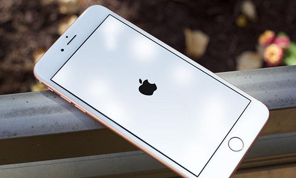 iPhone 7 Plus bị treo táo