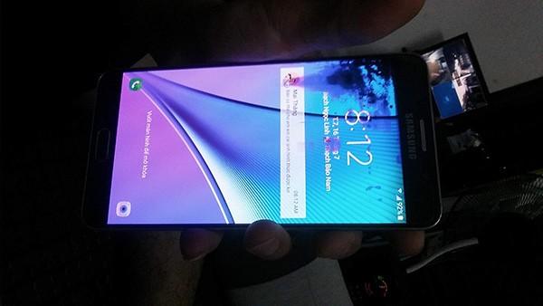 Màn hình điện thoại bị chảy mực