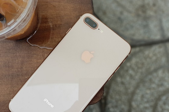 camera sau iPhone 8 Plus bị lỗi