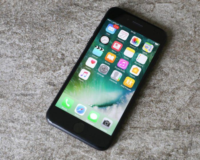 Tại sao iPhone 7 không hiện tên trong danh bạ?