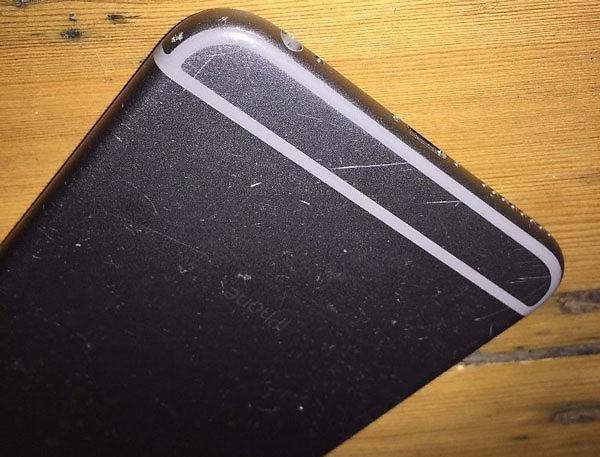 cách làm mờ vết xước trên vỏ điện thoại