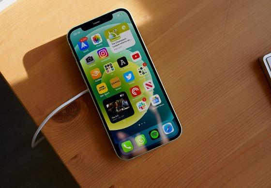 Nguyên nhân iPhone 12 Pro Max tự bật wifi
