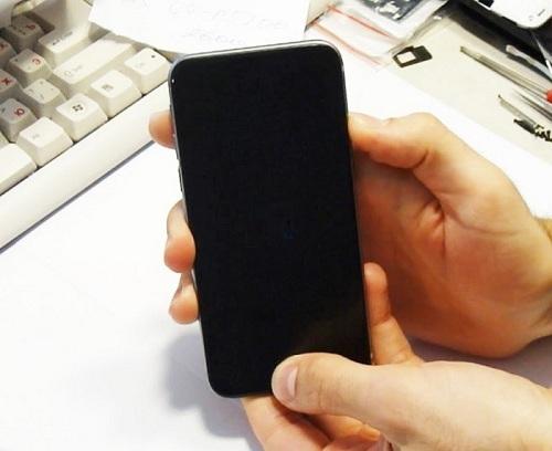iPhone vẫn chạy nhưng không lên màn hình